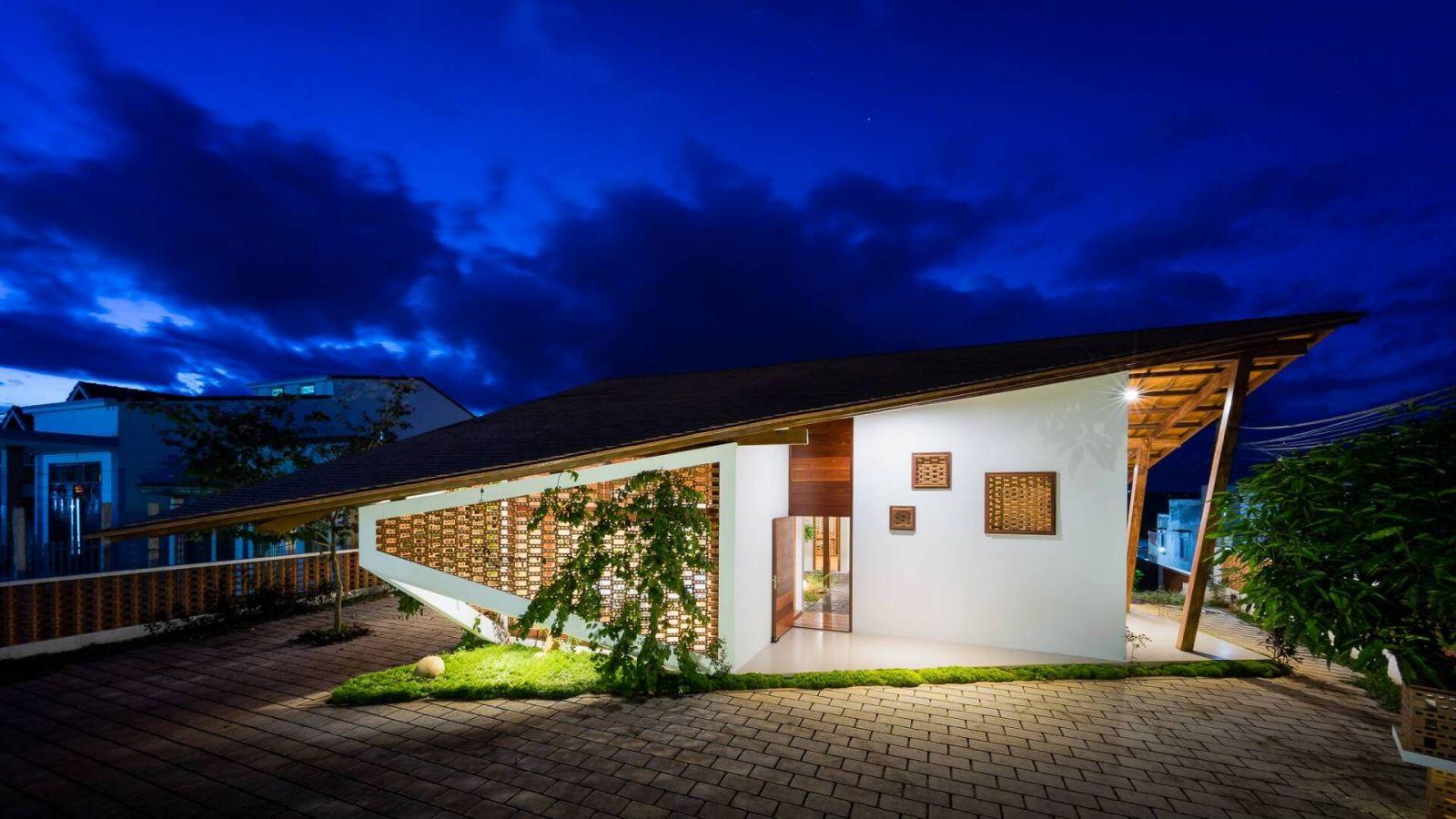 Thiết kế nhà mặt tiền cho nhà 1 tầng đẹp, ấn tượng với mái hiên dốc