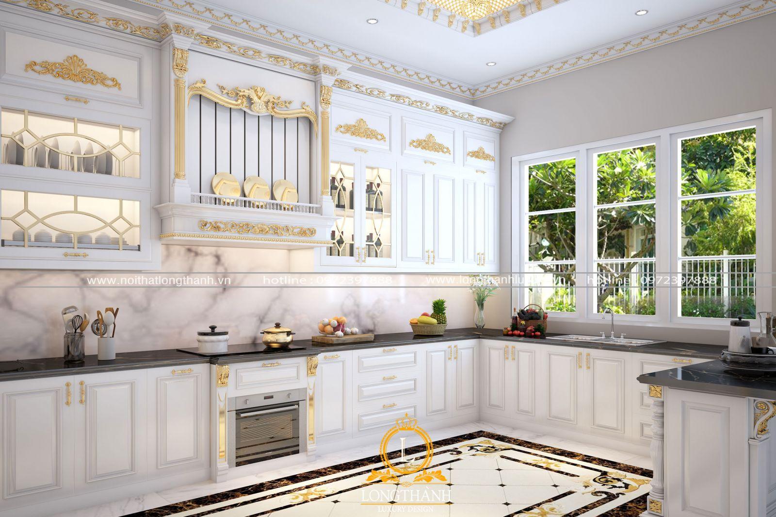 Thiết kế tủ bếp gỗ tự nhiên sơm trắng với điểm nhấn ở khu hút mùi ấn tượng