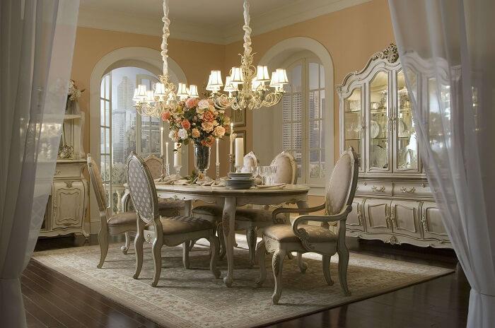 Tỉ vệ vàng được ứng dụng trong thiết kế nội thất cổ điển Việt Nam