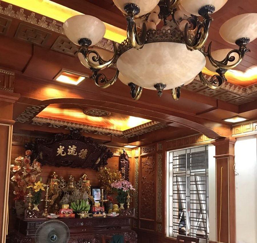 Mẫu trần phòng thờ bằng gỗ gõ đỏ