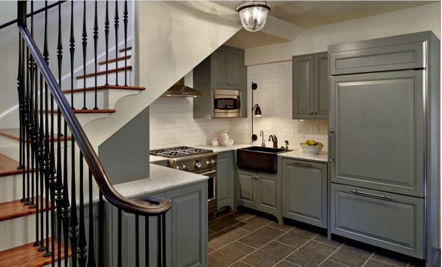 Thiết kế tủ bếp dưới gầm cầu thang theo phong cách tân cổ điển Châu Âu