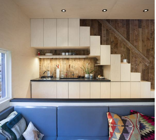 Tủ bếp cho không gian nhà phố hẹp dưới gầm cầu thang nhỏ gọn tiện lợi