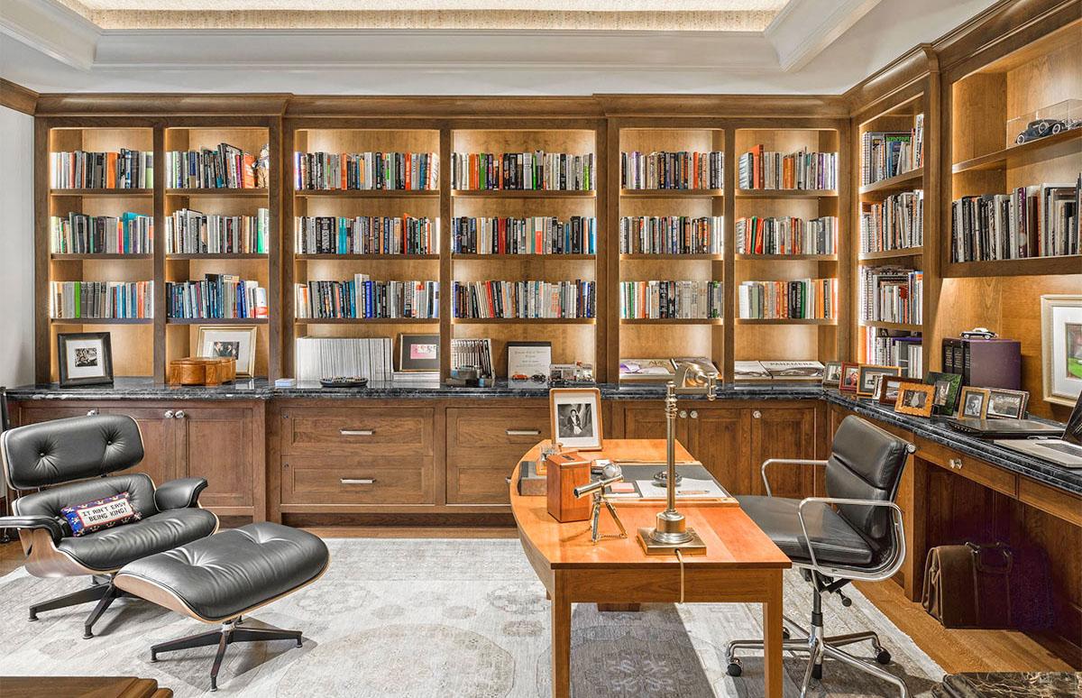 Tủ sách âm tường bằng gỗ cho phòng làm việc sang trọng