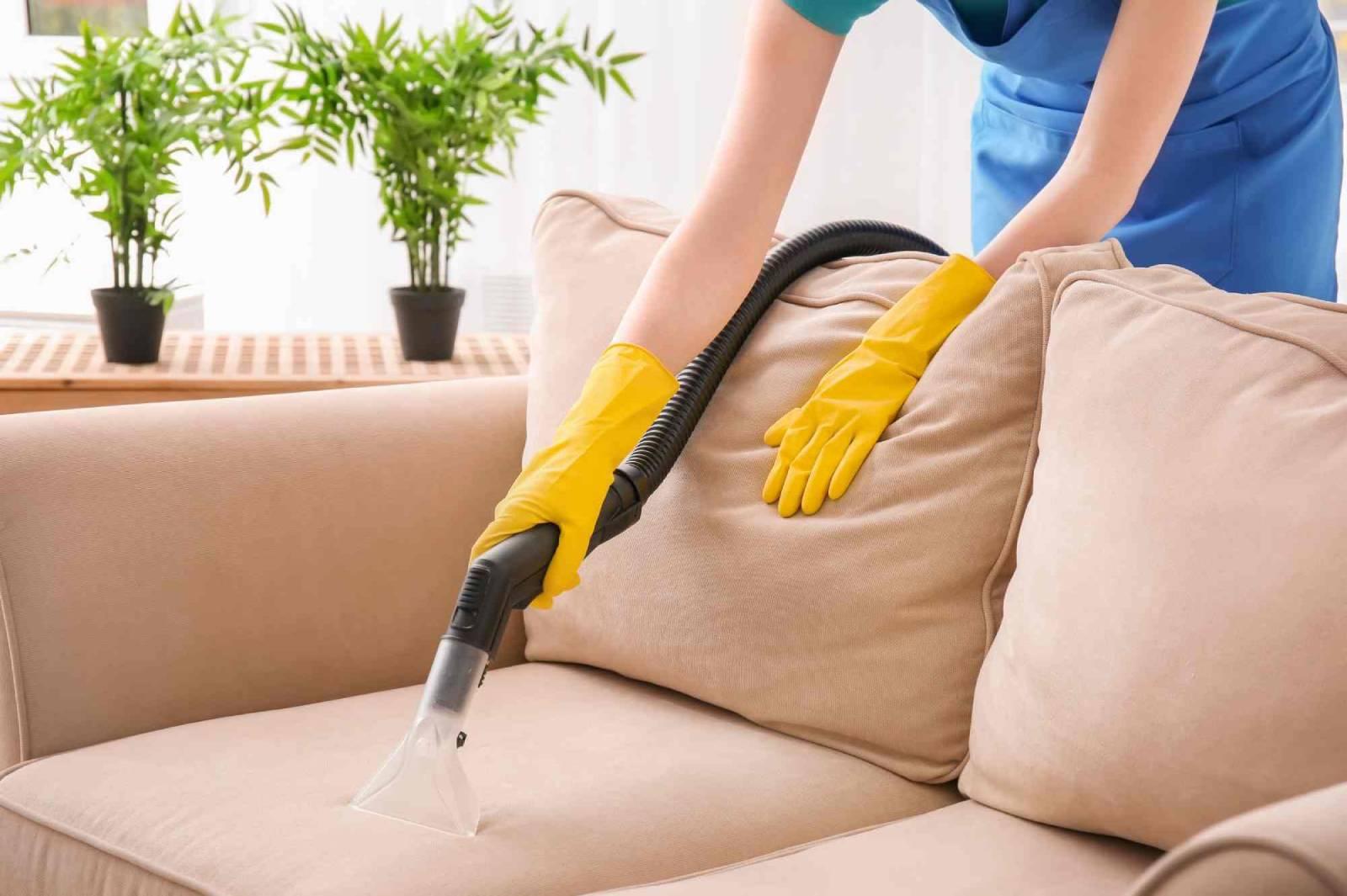 Chúng ta có thể tự hiện vệ sinh bàn ghế sofa tại nhà một cách đơn giản