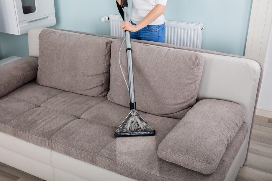 Vệ sinh sofa định kỳ giúp loại bỏ được vi khuẩn và nấm mốc gây bệnh